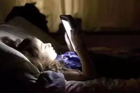 梦见自己在玩手机