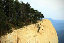 梦见爬悬崖峭壁