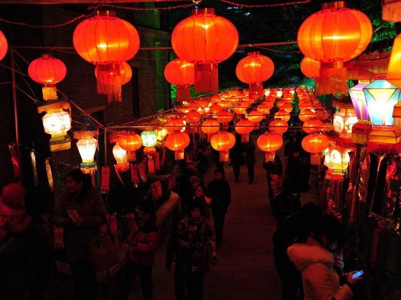 元宵节_光棍节跟谁过,光棍节跟淘宝过_春龙节 b,上元节 c,上巳节 d,寒食节