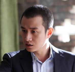 靳东个人资料_靳东八字分析_靳东的老婆很听靳东的话