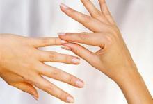 小拇指短的女人事业如何?