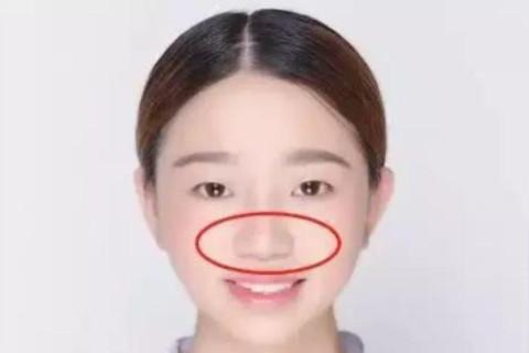 鼻梁塌面相代表了什么?
