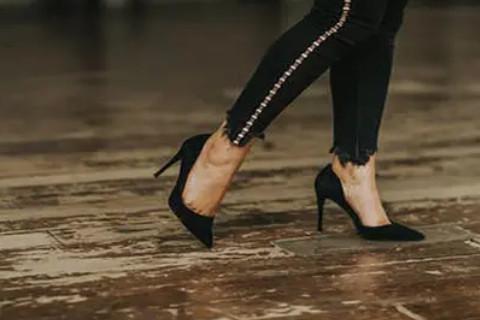 女人梦见穿高跟鞋