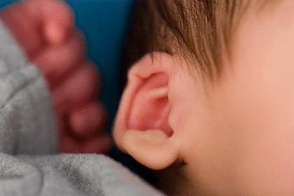 左耳热测吉凶预兆,晚上左耳朵发烫的寓意