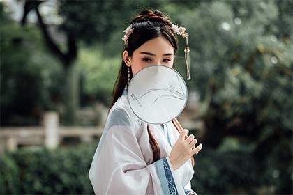 女人锥子脸面相分析,锥子脸的女人有什么特点?