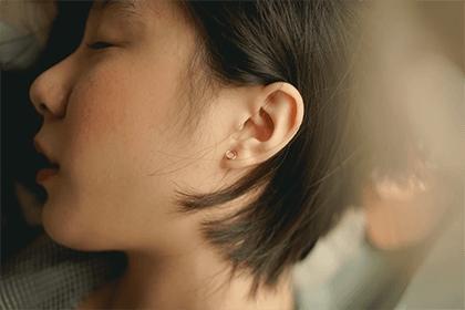 耳朵痒十二时辰测吉凶,耳朵痒是发财的前兆吗?